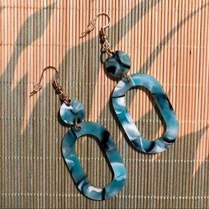 Jewelry - NWT Blue Speckled Acrylic Hoop Earrings